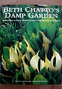 Beth Chatto's Damp Garden: Moisture-Loving Plants for Year-Round Interest